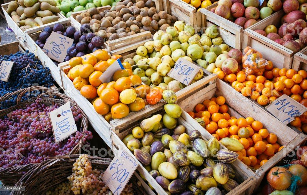 fruit in street market - foto de stock