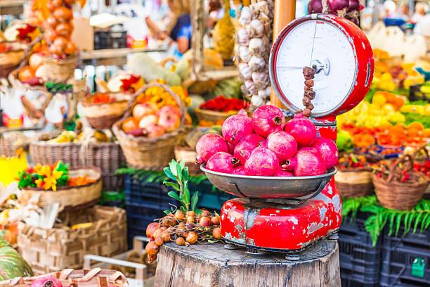 fruit market in campo dei fiori,rome,italy. - hofladen stock-fotos und bilder