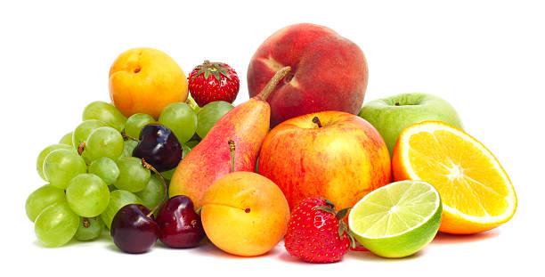 frutas pila aislado en blanco - fruta fotografías e imágenes de stock