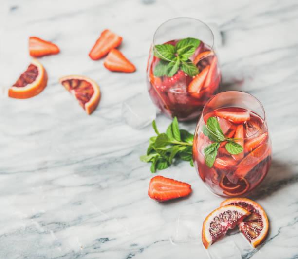Fruit refreshing sangria cocktails with ice and fresh mint picture id669613896?b=1&k=6&m=669613896&s=612x612&w=0&h=ccnhdniynqawgm hlbhj01zyjjw95kkwk7efibprbn8=