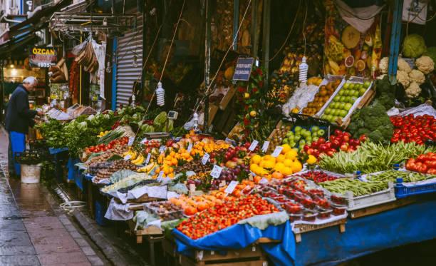 fruit shop in istanbul - bazar mercato foto e immagini stock