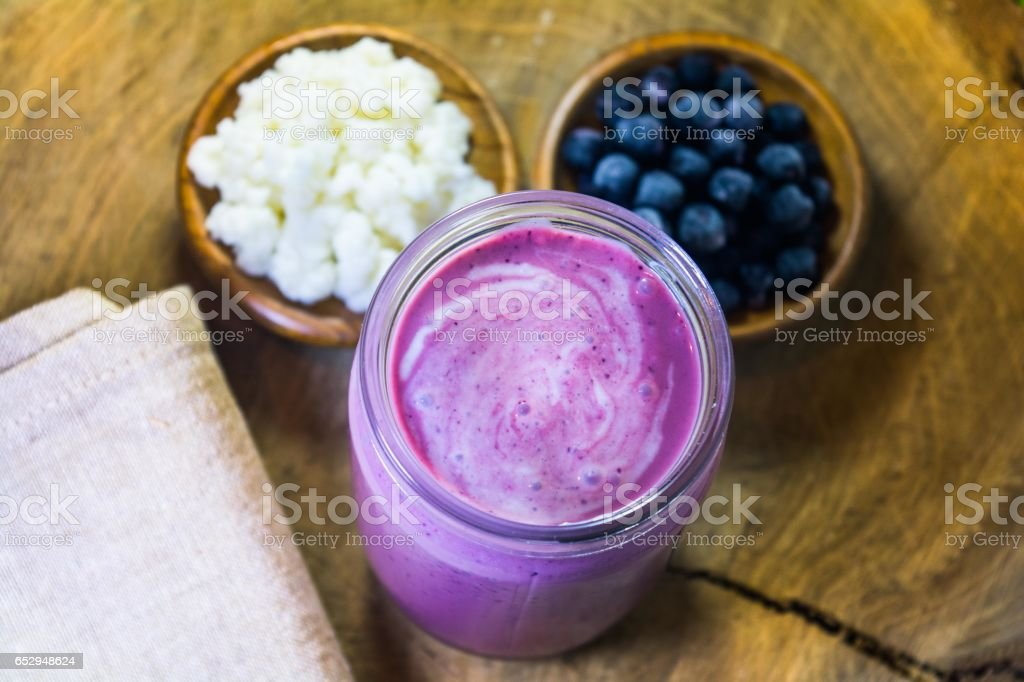 Fruit smoothie made from kefir and aronia berries – zdjęcie
