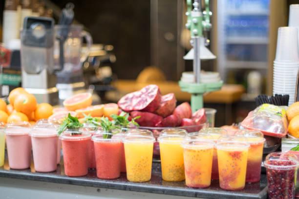 frucht-smoothie  - st. vincent und die grenadinen stock-fotos und bilder