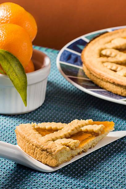 früchtetorte (crostata) - quittenkuchen stock-fotos und bilder