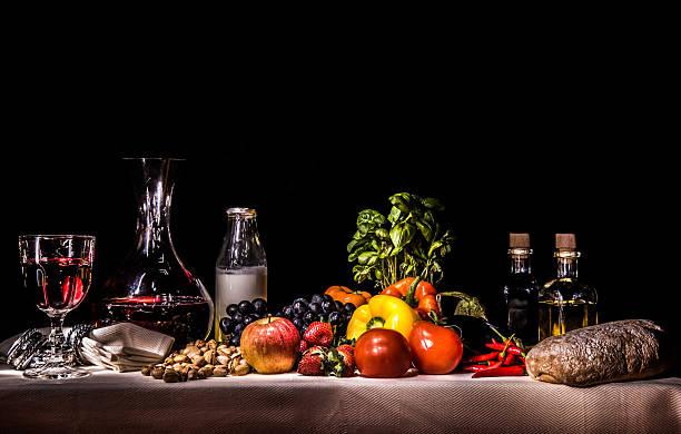 Frutas, vegetales, leche, vino, aceite, vinagre, pan - foto de stock