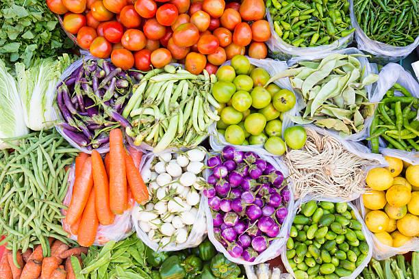 Obst und Gemüse in ein Bauernmarkt – Foto