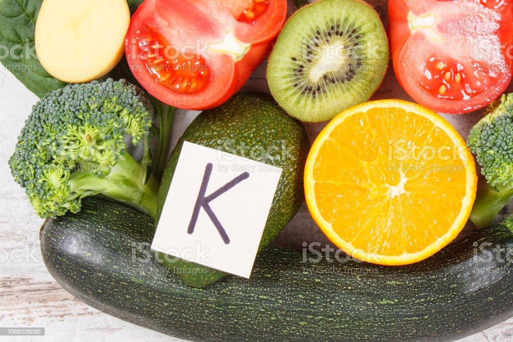 K que vitamina contienen y verduras frutas