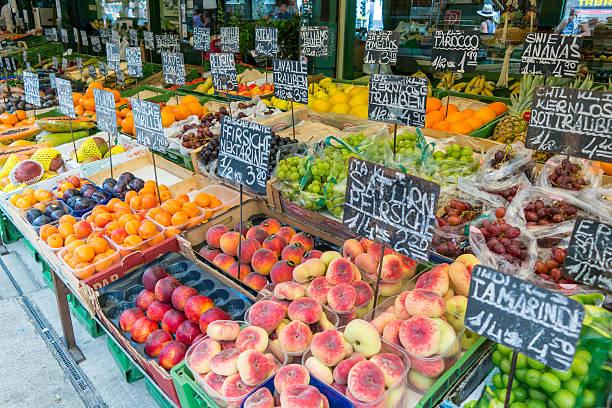 fruits and vegetables on naschmarkt in vienna, austria - naschmarkt stock-fotos und bilder