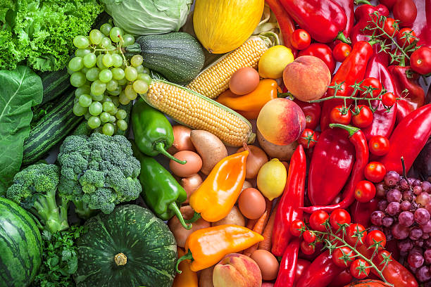 fruits and vegetables overhead assortment on colorful background - 清新 個照片及圖片檔