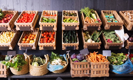 istock fruits and vegetables shop 639656384