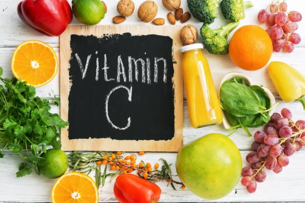 frutas e vegetais com vitamina c. healthy alimentos ricos em vitamina c. top vista, sobrecarga. - c - fotografias e filmes do acervo