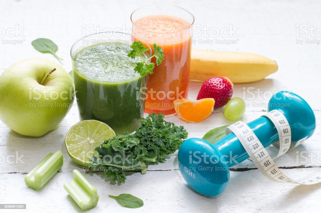 Fruits, vegetables, juice, smoothie and dumbbell health diet fitness concept - foto de stock