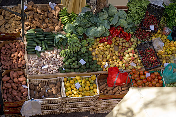 obst & gemüse, funchal, madeira-markt - hofladen stock-fotos und bilder