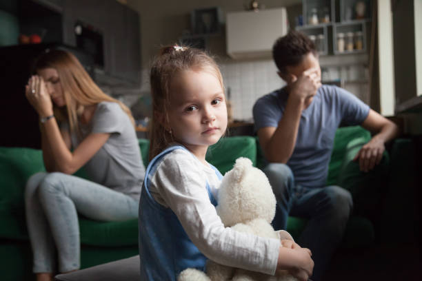 frustrated girl tired of parents fights, child and divorce concept - divorzio foto e immagini stock