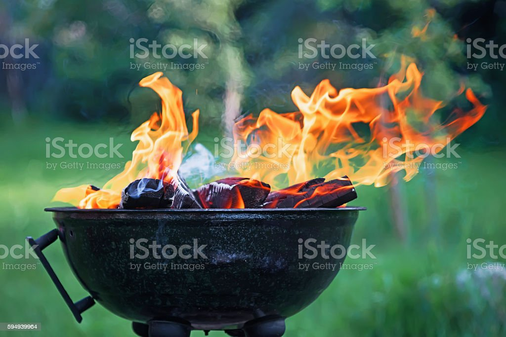 fryer with burning firewood - foto de acervo