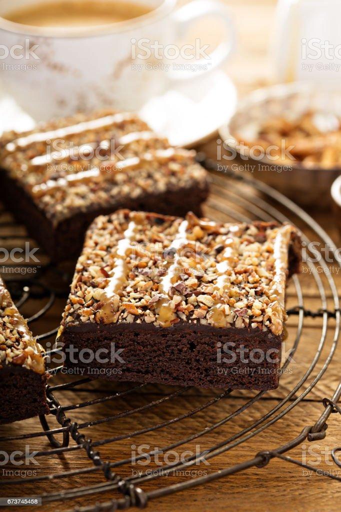 İle fındık ve Karamel dolgulu kek royalty-free stock photo