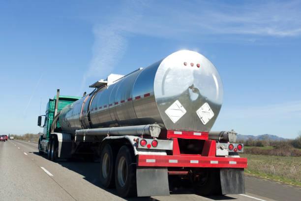 brandstof frieght - brandstoftank stockfoto's en -beelden