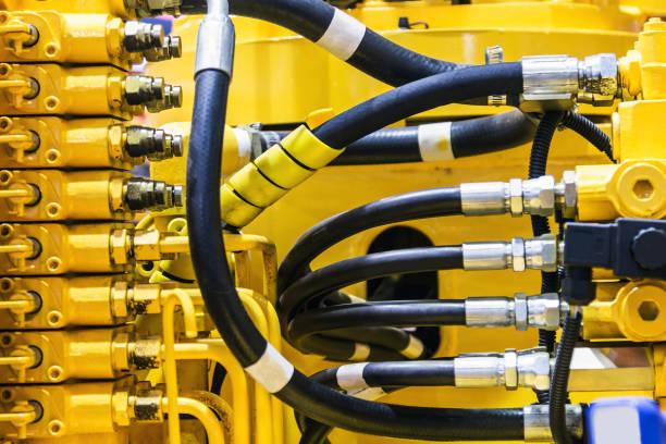 Fuel-System von Rohren und Leitungen des Traktors – Foto