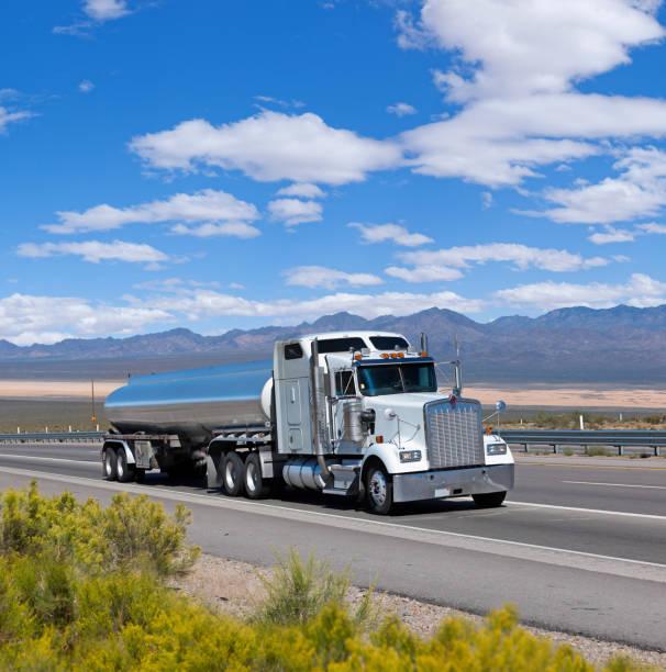 Treibstoff-Tankwagen, die Fahrt durch den Südwesten der USA – Foto