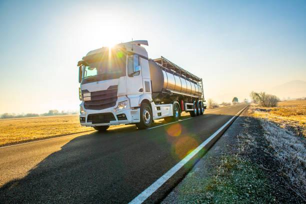 treibstoff-truck - pickup trucks stock-fotos und bilder