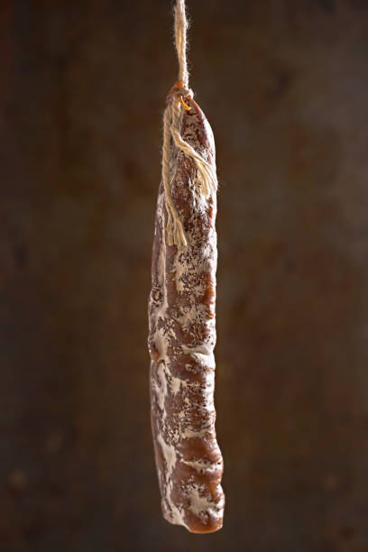 fuet catalán - salchicha de cerdo curado - fuet sausages fotografías e imágenes de stock