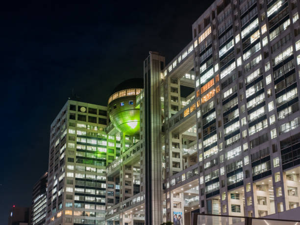 tokyo, japan - october 30, 2018: fuji tv headquarters and observatory, a massive silver ball of 32 meters in diameter. fuji tv is largest private television on japan. icon and landmarks, minato, odaiba. - diameter stock pictures, royalty-free photos & images