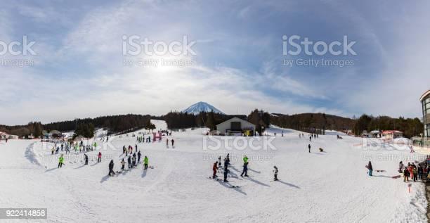 Fujiten snow resort is a small ski resort and mount fuji in the fuji picture id922414858?b=1&k=6&m=922414858&s=612x612&h=nuth1slcn4loh03zzln3nkvjatcebsg42ndxdgudnay=