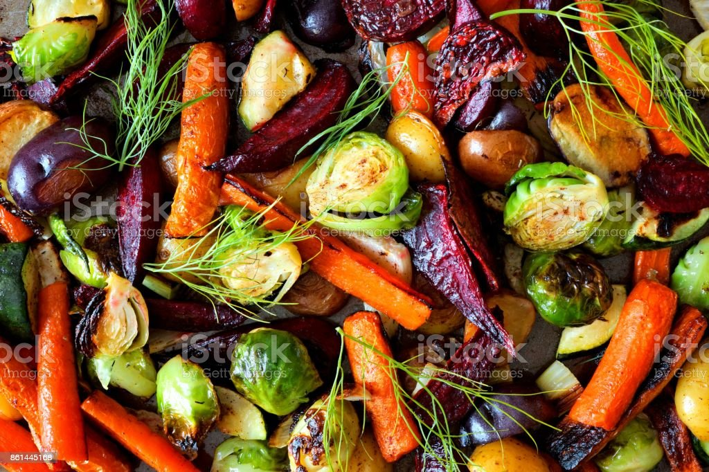 Full background of roasted autumn vegetables foto stock royalty-free