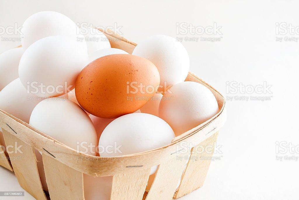 full basket of fresh eggs on a white background photo libre de droits