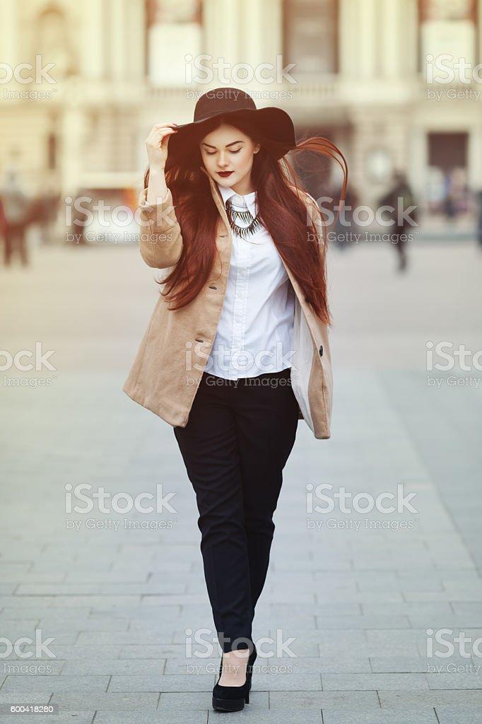 Full body portrait of young beautiful lady wearing stylish classic – Foto
