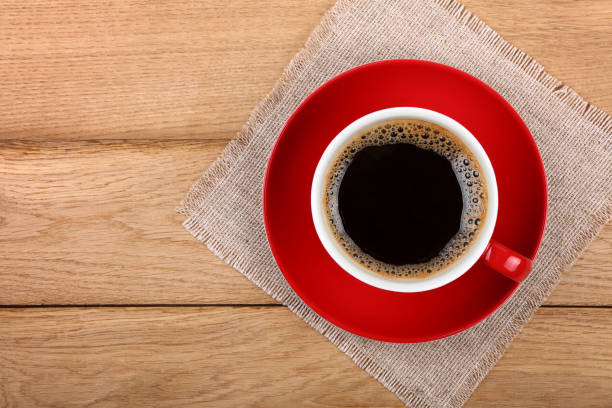 full cup of black coffee in red cup on table - café solúvel imagens e fotografias de stock