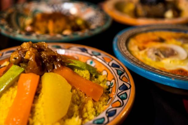 Vollständige Verkostung von typischen marokkanischen Speisen – Foto