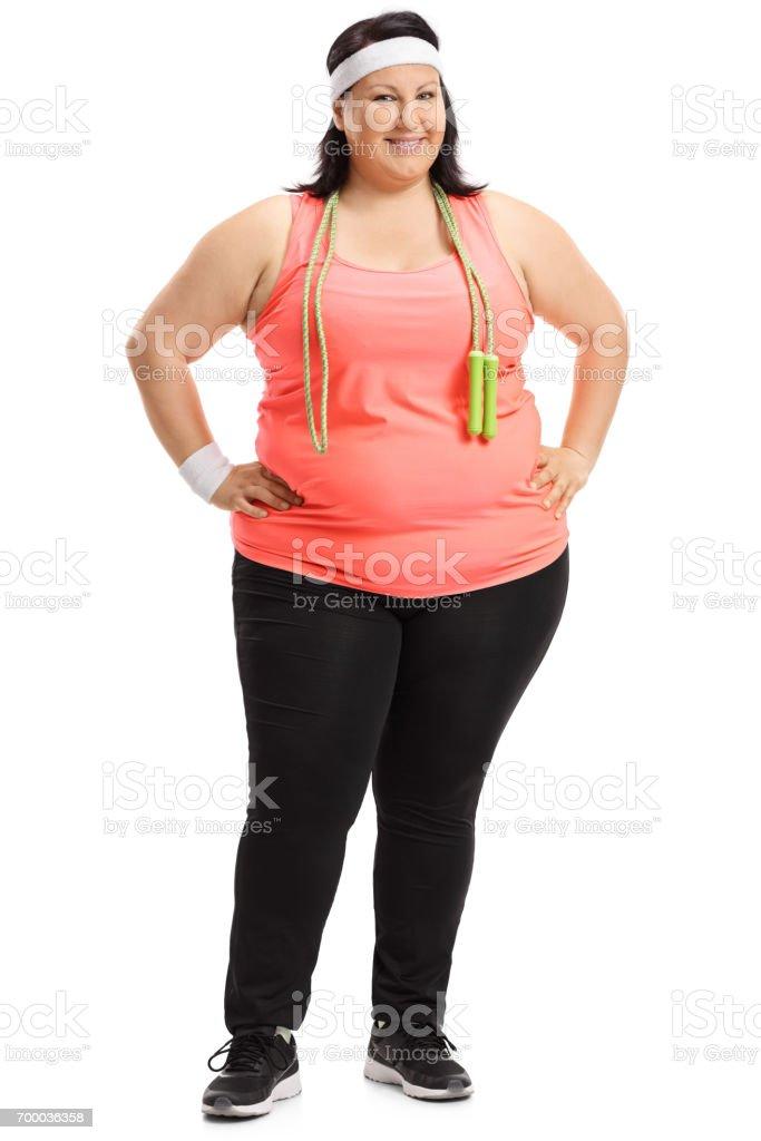 Retrato de longitud completa de una mujer con sobrepeso con saltar la cuerda  foto de stock 7b3e7d4a0be