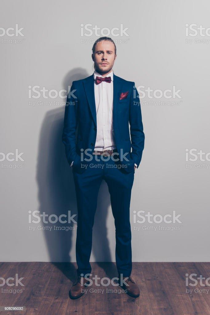 fliege für blauen anzug