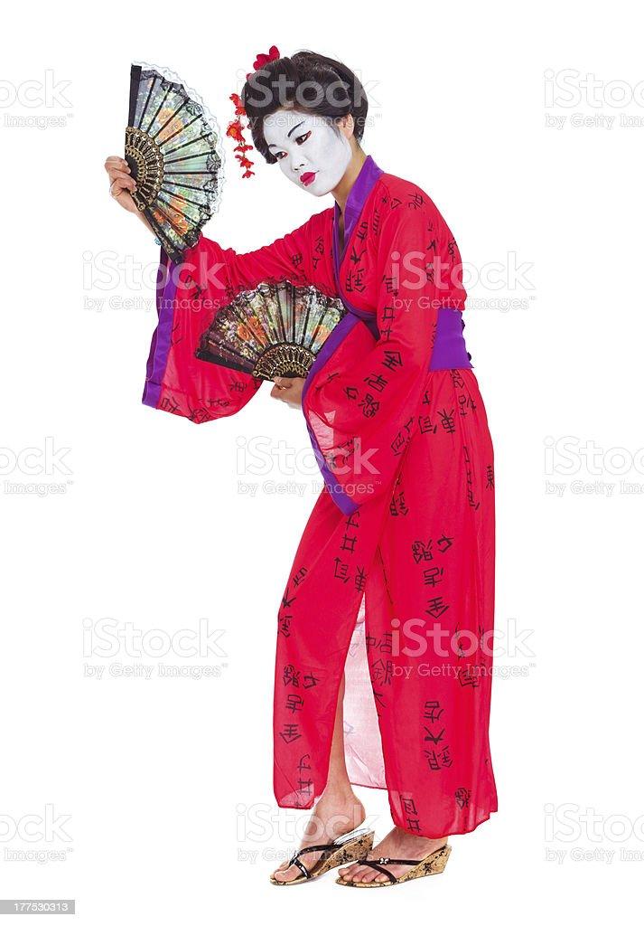 Voller Länge portrait von geisha Tanz mit fans – Foto