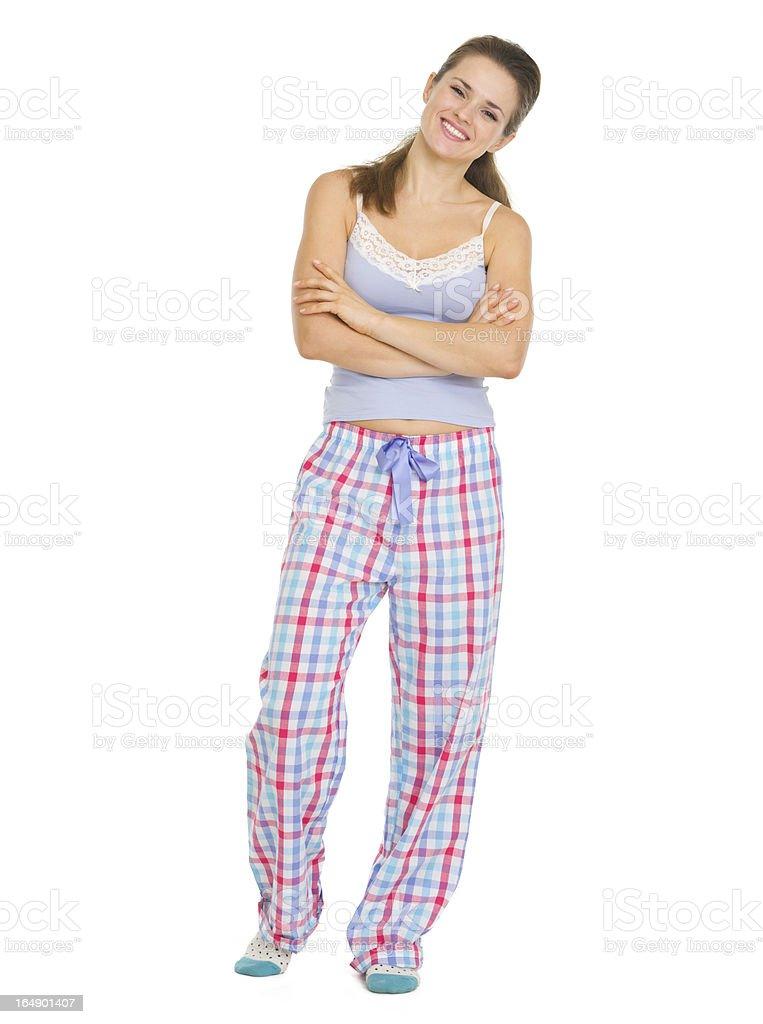 eec9e9cc09 Retrato de cuerpo entero de mujer joven en pijama foto de stock libre de  derechos