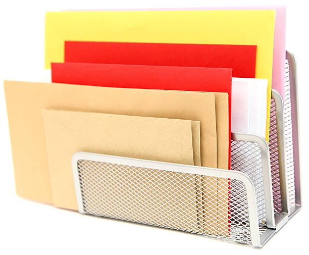 durchgehender briefhalter - briefhalter stock-fotos und bilder