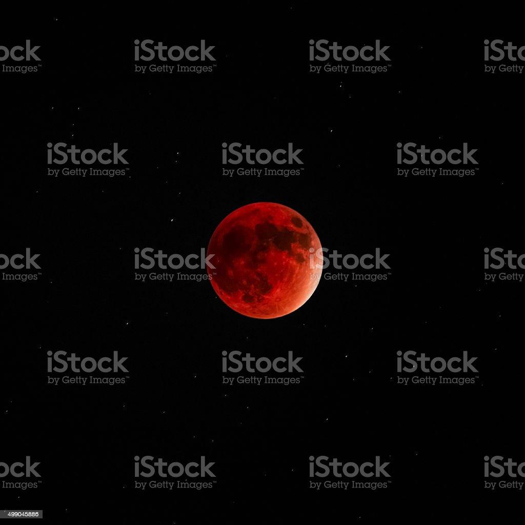 Durchgehender Mondfinsternis super moon red bloody dunklen Himmel – Foto