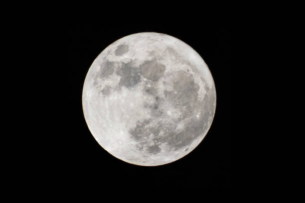 pleine lune à plus grand aussi appelé supermoon - pleine lune photos et images de collection