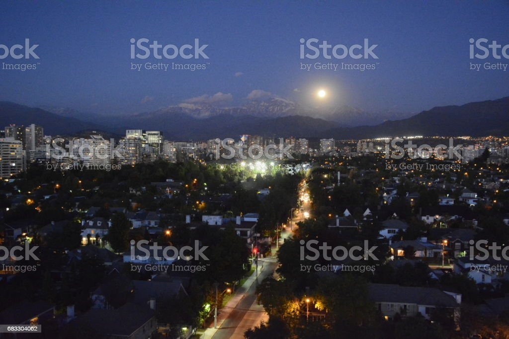 Full Moon rising at mount Andes in Santiago, Chile royalty free stockfoto