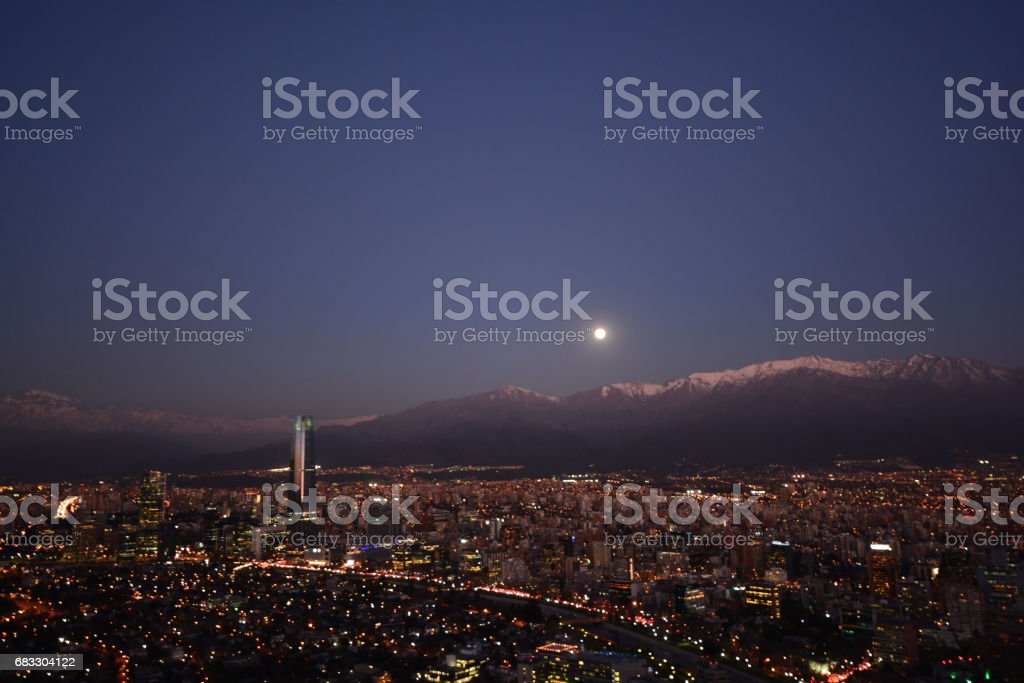 Full Moon rising at mount Andes in Santiago, Chile foto stock royalty-free