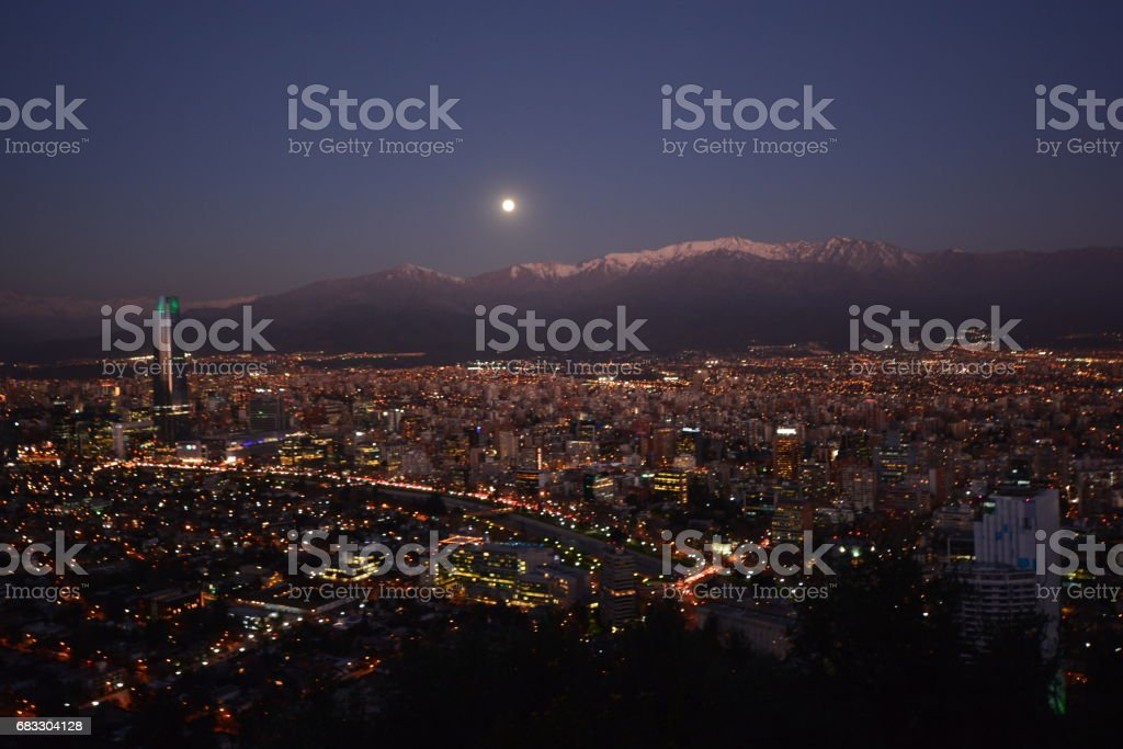 Full Moon rising at mount Andes in Santiago, Chile photo libre de droits