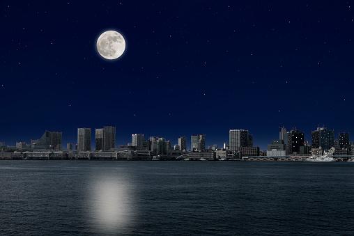東京湾岸の上昇る満月 - イルミネーションのストックフォトや画像を多数ご用意