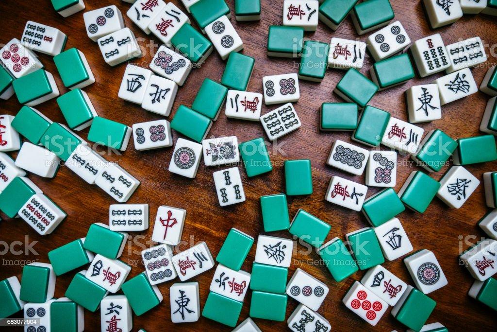 Full of Mahjong tiles game on darkwood table background foto de stock royalty-free
