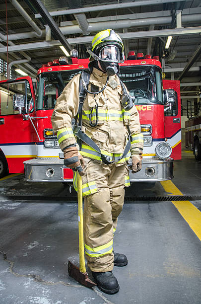 Full shot of fireman wearing full protection equipment and truck – Foto