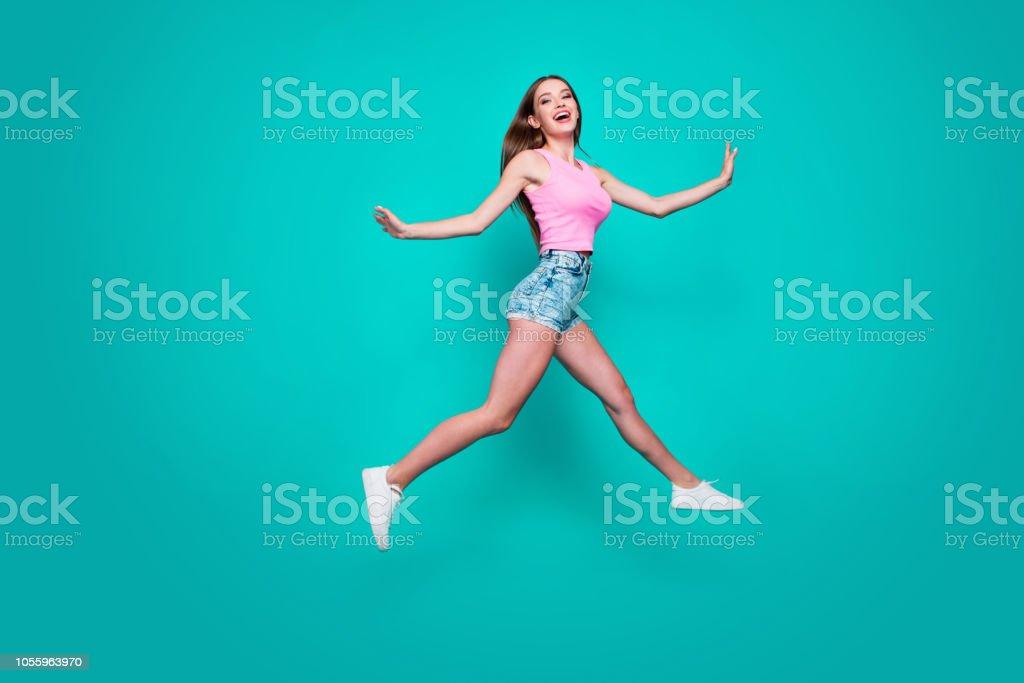 Young teen girls candid pee