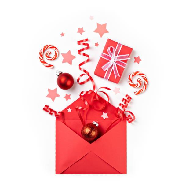 spaß weihnachten überraschung geschenke knallen aus roten umschlag - popup cards stock-fotos und bilder