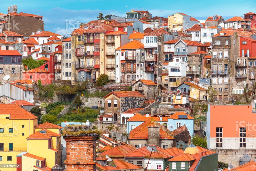 Fun colorful houses in Old town of Porto, Portugal photo libre de droits