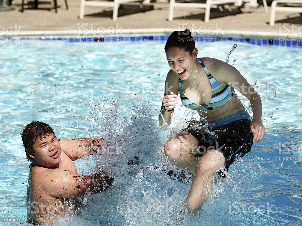 プールでの楽しいひととき - アジア大陸のロイヤリティフリーストックフォト