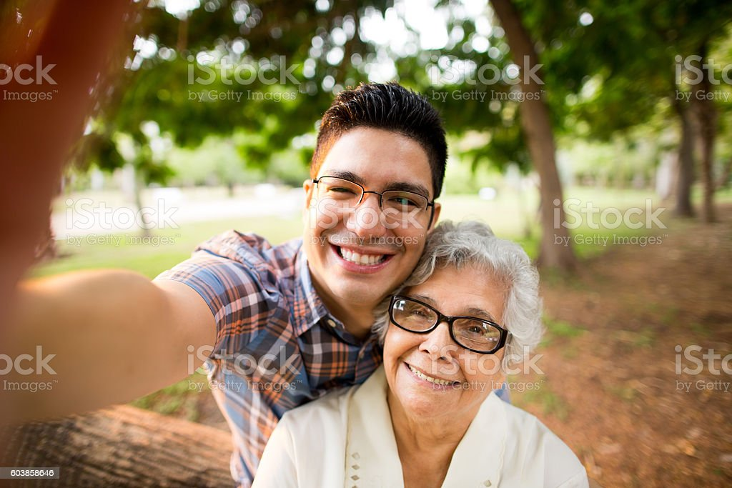 Fun latin grandmother and grandson taking a selfie and smiling – Foto
